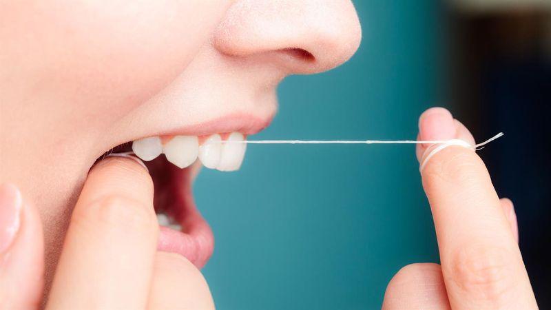 limpieza interproximal con hilo dental